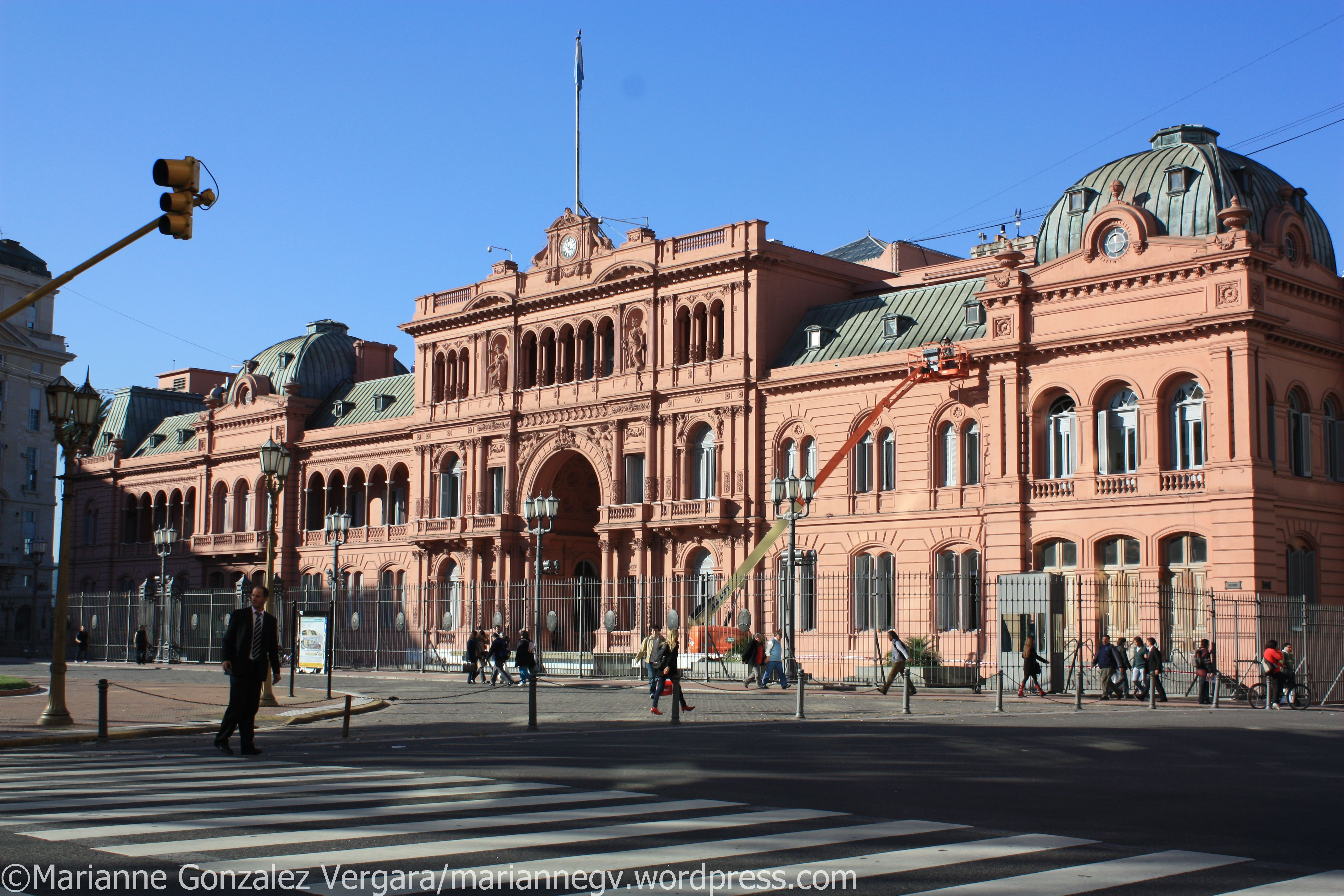 Pink house casa rosada exploring the world for Casa argentina